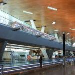 広すぎるターミナルを繋ぐ無料の乗り物(上部)