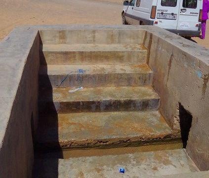 Hassi Labied Village公共水路 地元の人が水を汲みに来る